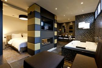 Suite Vredespaleis - badkamer en slaapkamer